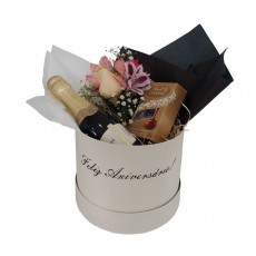 Box Feliz Aniversário - Flores, Lindt e Chandon Baby