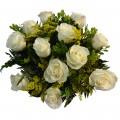 Buque com 12 Rosas Brancas + 3 Tulipas de Chocolate Qoy